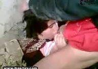 دختر قریه جات افغانستان کیر داخل دهانش است و باز بدن سکس خود را نشان میته
